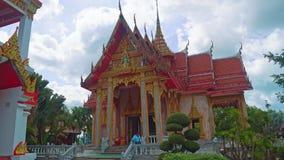 Templo en Asia, una capilla religiosa del budismo, un lugar de culto de Buda metrajes