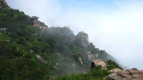 Templo en el acantilado Imágenes de archivo libres de regalías