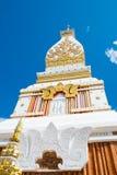 Templo en el cielo azul fotografía de archivo libre de regalías