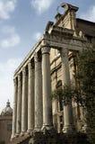 Templo en el foro romano Imagen de archivo libre de regalías