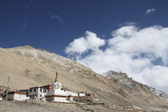 Templo en el monasterio de Tíbet Rongbuk Fotos de archivo