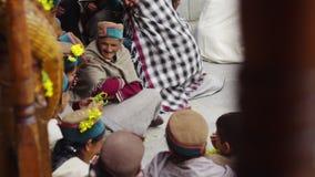 Templo en el pueblo de Kalpa almacen de metraje de vídeo