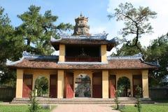 Templo en el río del perfume en tonalidad foto de archivo libre de regalías