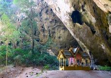 Templo en la cueva de Phraya Nakhon Imagen de archivo libre de regalías