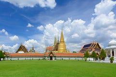 Templo en la montaña de Khao Takeab en Tailandia Imagen de archivo