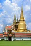 Templo en la montaña de Khao Takeab en Tailandia Foto de archivo