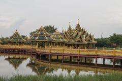 Templo en la montaña de Khao Takeab en Tailandia Imagen de archivo libre de regalías