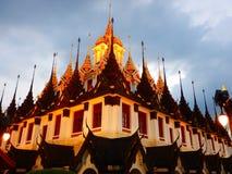 Templo en la montaña de Khao Takeab en Tailandia Foto de archivo libre de regalías