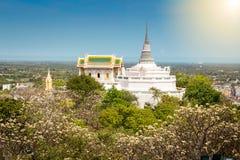 Templo en la montaña del topof, detalles arquitectónicos de Phra Nakhon KH Foto de archivo