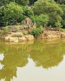 Templo en la piscina Imagenes de archivo