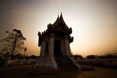 Templo en la puesta del sol fotografía de archivo libre de regalías