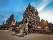 Templo en la puesta del sol, Java central, Indonesi de Prambanan Imagen de archivo libre de regalías