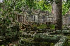 Templo en la selva camboyana Fotografía de archivo libre de regalías