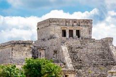 Templo en las ruinas mayas de Tulum foto de archivo
