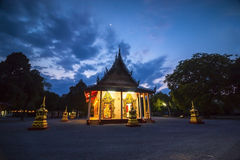 Templo en noche Imágenes de archivo libres de regalías