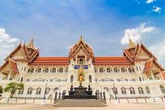 Templo en Nonthaburi en Tailandia y el más famoso tailandeses por turista Fotografía de archivo libre de regalías