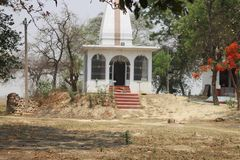 Templo en papel pintado del pueblo fotos de archivo