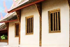 Templo en Tailandia que identidad del país, del templo del oro y de la pagoda en el templo que el buddhism quisiera que rogara al Foto de archivo