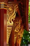 Templo en Tailandia que identidad del país, del templo del oro y de la pagoda en el templo que el buddhism quisiera que rogara al Fotos de archivo