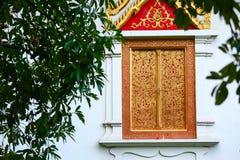 Templo en Tailandia que identidad del país, del templo del oro y de la pagoda en el templo que el buddhism quisiera que rogara al Fotografía de archivo