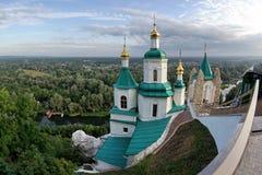 Templo en una alta montaña imagen de archivo libre de regalías
