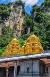 Templo exterior en las cuevas de Batu, Malasia imagenes de archivo