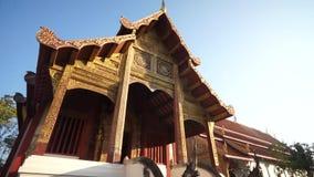 Templo famoso de Wat Pra Singha en Chiang Mai Thailand almacen de video