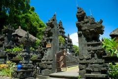 Templo Goa Lawah, Bali del palo Imagen de archivo libre de regalías