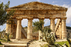 Templo grego na cidade antiga de Segesta, Sicília Fotografia de Stock