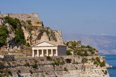 Templo grego por Costa Imagens de Stock Royalty Free