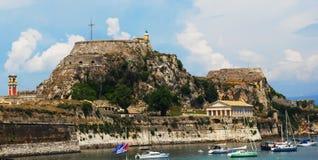 Templo helénico e castelo velho no console de Corfu Fotografia de Stock