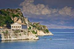 Templo helénico no console de Corfu fotografia de stock royalty free
