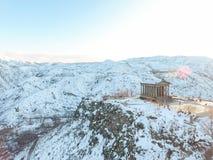 Templo hermoso de Garni en Armenia, en invierno foto de archivo