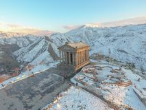 Templo hermoso de Garni en Armenia, en invierno fotografía de archivo libre de regalías