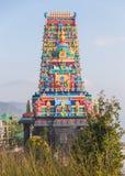 Templo hindú con la decoración colorida en el área de Siddhesvara Dhaam en Namchi Sikkim, la India Foto de archivo
