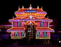 Templo hindú de Kerala iluminado para el festival Imagenes de archivo
