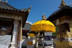 Templo hindú festivamente adornado, Nusa Penida Toyopakeh, prov bali indonesia Imagenes de archivo
