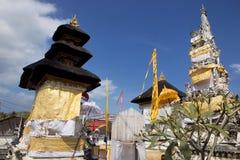 Templo hindú festivamente adornado, Nusa Penida Toyopakeh, prov bali indonesia Foto de archivo libre de regalías