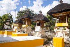 Templo hindú festivamente adornado Pura Ped, en Nusa Penida-Bali, Indon imágenes de archivo libres de regalías