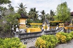 Templo hindú festivamente adornado Pura Ped, en Nusa Penida-Bali, Indonesia Imagenes de archivo