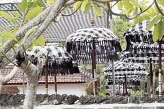 Templo hindú festivamente adornado Pura Ped, en Nusa Penida-Bali, Indonesia Imagen de archivo
