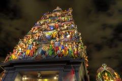 Templo hindú Singapur de Sri Mariamman en la noche imágenes de archivo libres de regalías