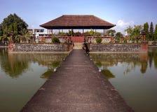 Templo hindu étnico da água de Pura Mayura em Lombok Indonésia Fotografia de Stock Royalty Free