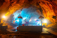 Templo hindu dentro da caverna imagens de stock royalty free