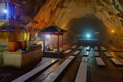 Templo hindu tradicional na caverna na ilha de Nusa Penida, Bali fotografia de stock
