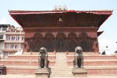Templo histórico en la ciudad vieja de Katmandu Fotografía de archivo libre de regalías