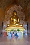 Templo interior de rogación del htilominlo, Bagan. fotografía de archivo