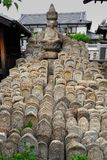 Templo japonês de Buddist, pedras, lápides, lápides fotografia de stock royalty free
