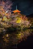Templo Kiyomizu de Japnese na noite, Kyoto Foto de Stock Royalty Free