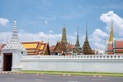 Templo magnífico del kaew del phra del palacio y del wat con el cielo azul en Bangkok, Foto de archivo